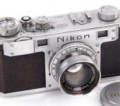 Un appareil photo Nikon vendu 406 000 dollars aux enchères