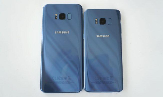 Le Galaxy S8+ à gauche, le S8 à droite. Les deux en version «orchid gray».
