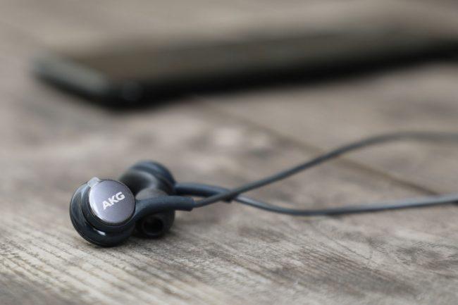 Écouteurs AKG livrés avec le Samsung Galaxy S8
