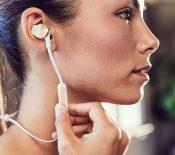 Fitbit se lance dans les écouteurs sans fil avec les Flyer