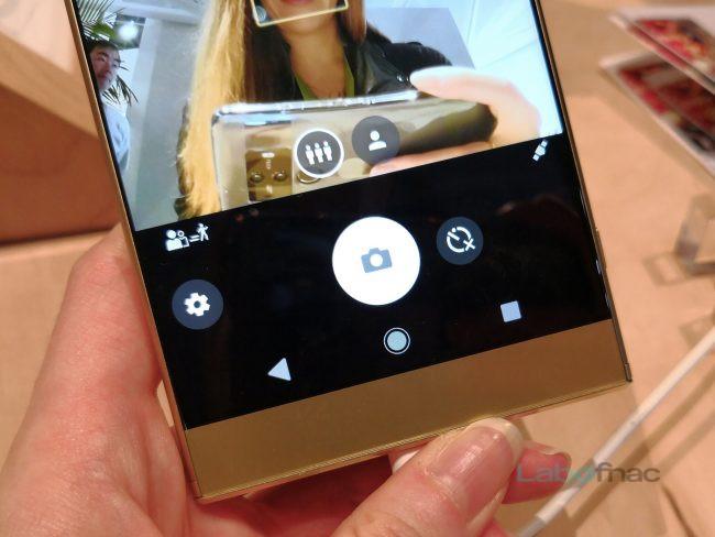 Le Sony Xperia XA2 Ultra : un simple bouton permet de passer d'un capteur à l'autre.