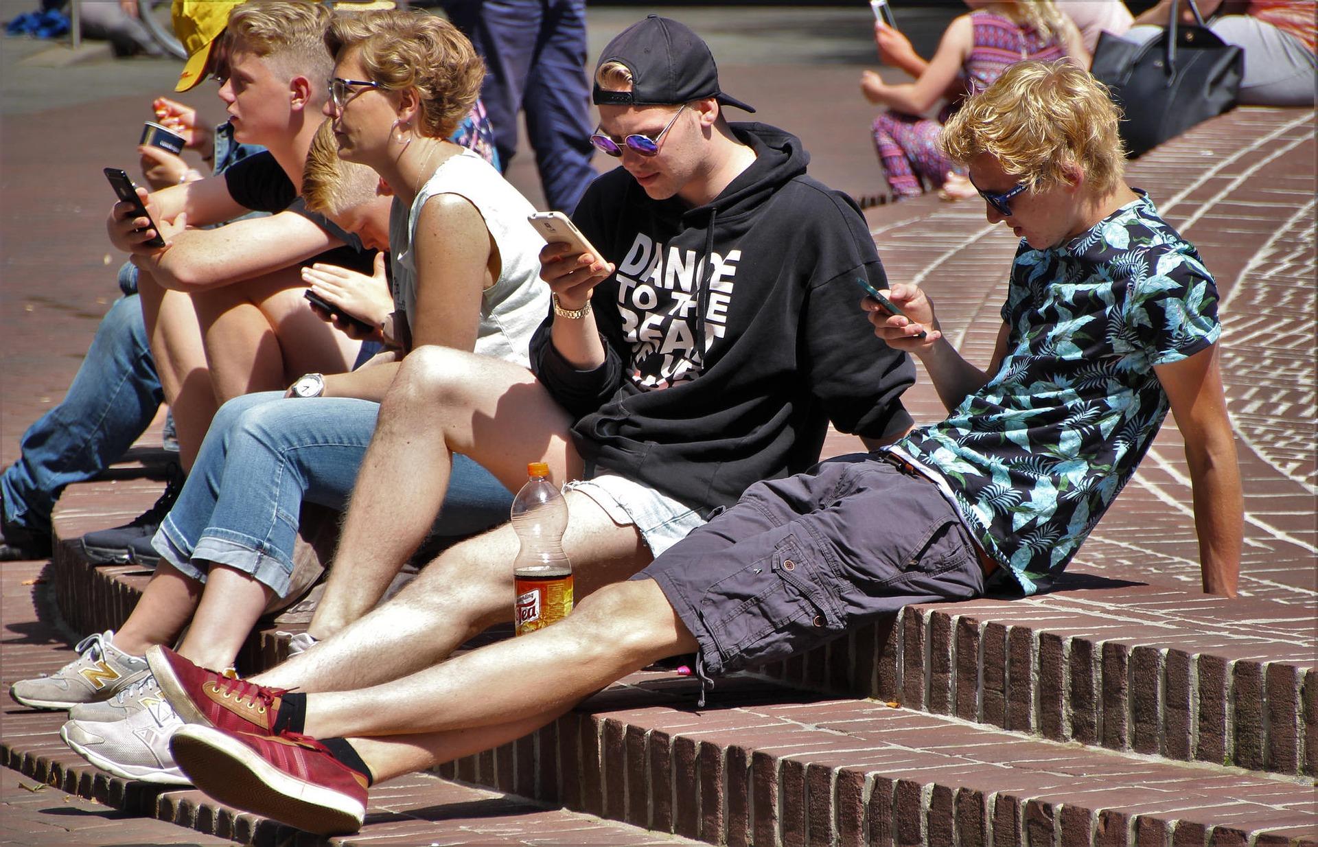 Le téléphone portable interdit à l'école et au collège dès la rentrée