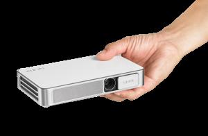 Prise en main du Vivitek Qumi Q38 : le picoprojecteur Full HD qui tient ses promesses