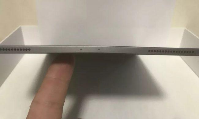Un membre du forum MacRumors a posté une photo de son iPad Pro plié © MacRumors