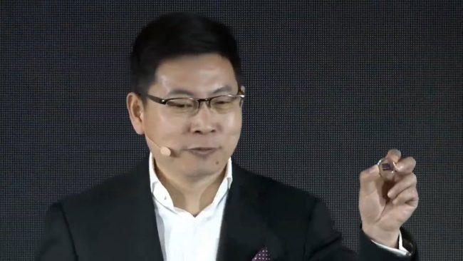Richard Yu présente le modem Balong 5000 © Capture d'écran (YouTube/Huawei Mobile)