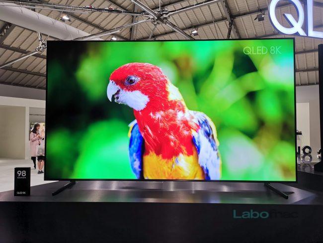 Le Samsung Q900 en version 98 pouces. © LaboFnac