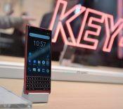 TCL va arrêter de produire des smartphones sous la marque BlackBerry