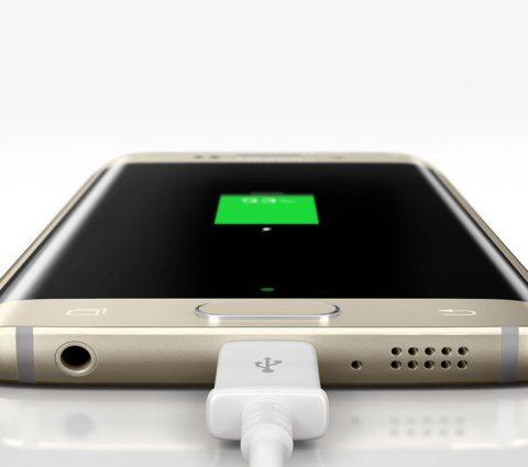 Samsung songerait à vendre ses prochains smartphones sans chargeur