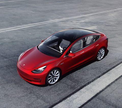 À 35 000 dollars, la Tesla Model 3 se fait enfin «abordable»