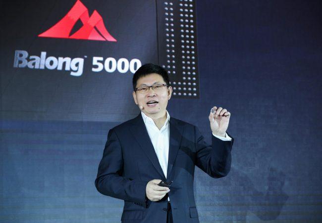 Richard Yu, le PDG de Huawei, lors de la présentation du modem Balong 5000 © Huawei