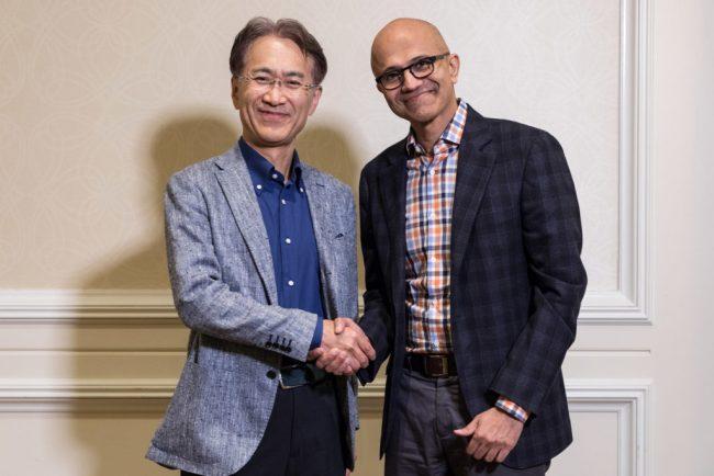Kenichiro Yoshida, président et directeur général de Sony Corporation (à gauche), et Satya Nadella, directeur général de Microsoft © Microsoft