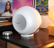 The Pearl Akoya : Cabasse lance une version compacte de son enceinte connectée
