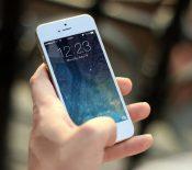 Pour qu'ils fonctionnent encore, Apple demande aux utilisateurs de vieux iPhone de les mettre à jour