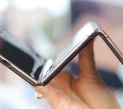 TCL montre son concept de smartphone pliable en trois