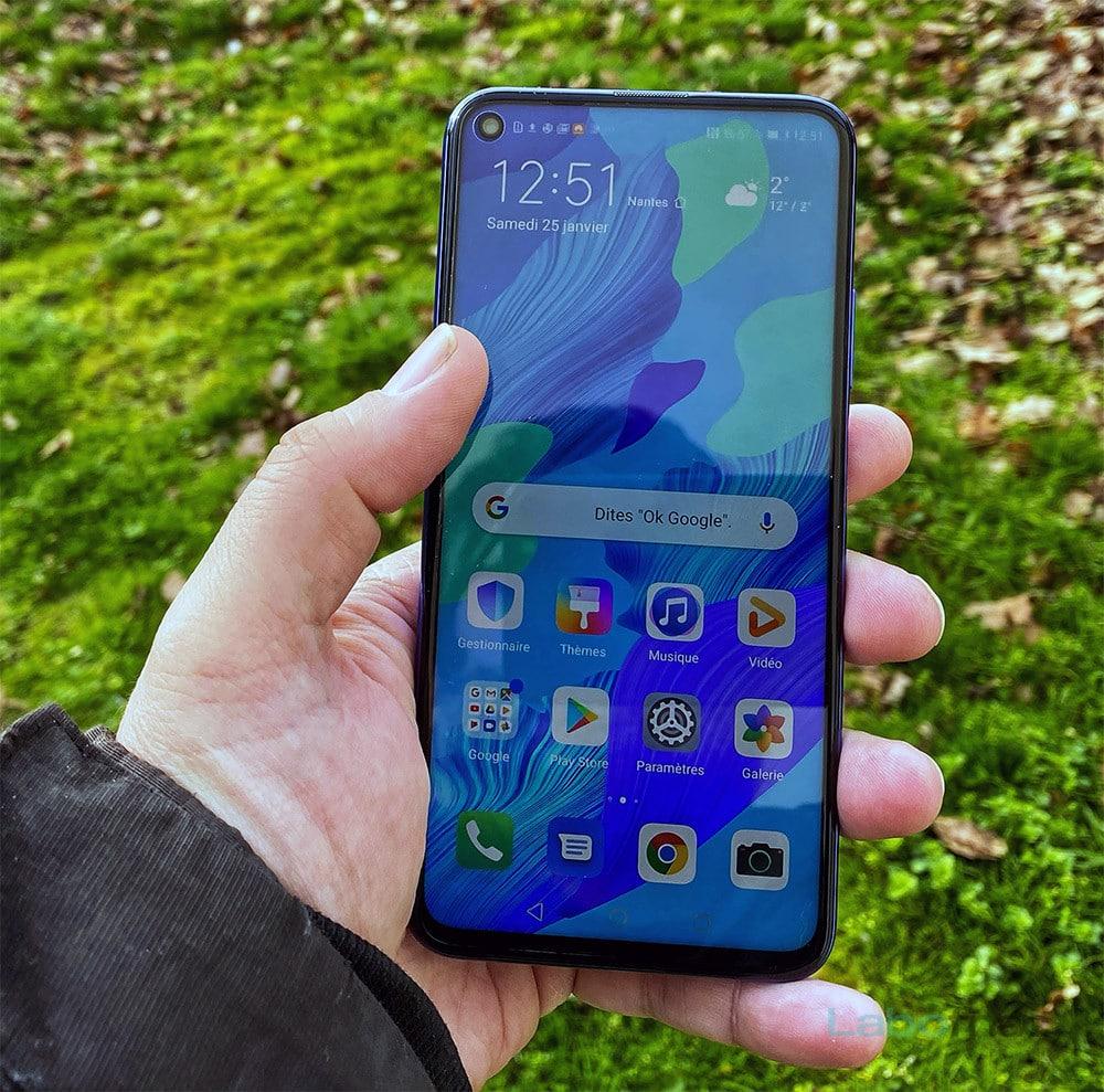 Test du Huawei Nova 5T : un smartphone réussi manquant d'originalité
