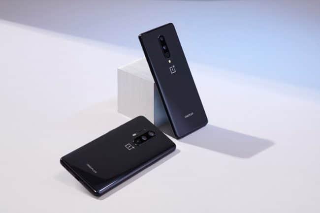 Le OnePlus 8 Pro à gauche, le OnePlus 8 à droite © OnePlus