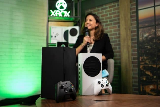 Ina Gelbert (Directrice Xbox France) et les nouvelles consoles © Microsoft