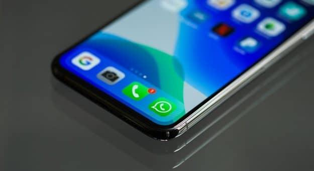 WhatsApp clarifie sa position sur le partage de données avec Facebook