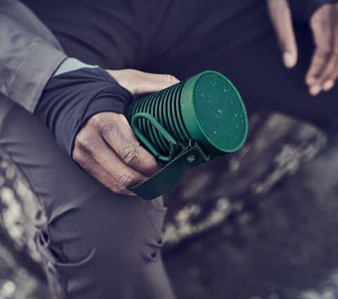 Beosound Explore : Bang & Olufsen dévoile une enceinte taillée pour l'extérieur