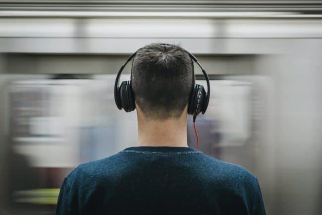 Homme casque musique