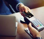 Lacarte bancaire àempreinte digitale prend sonenvol enFrance