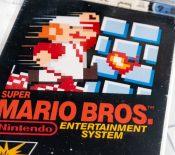 "Vendue 2millions dedollars, cette cartouche de""Super MarioBros."" bat unrecord"
