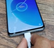 Chargeur universel: l'UE dévoile sonprojet pour lessmartphones