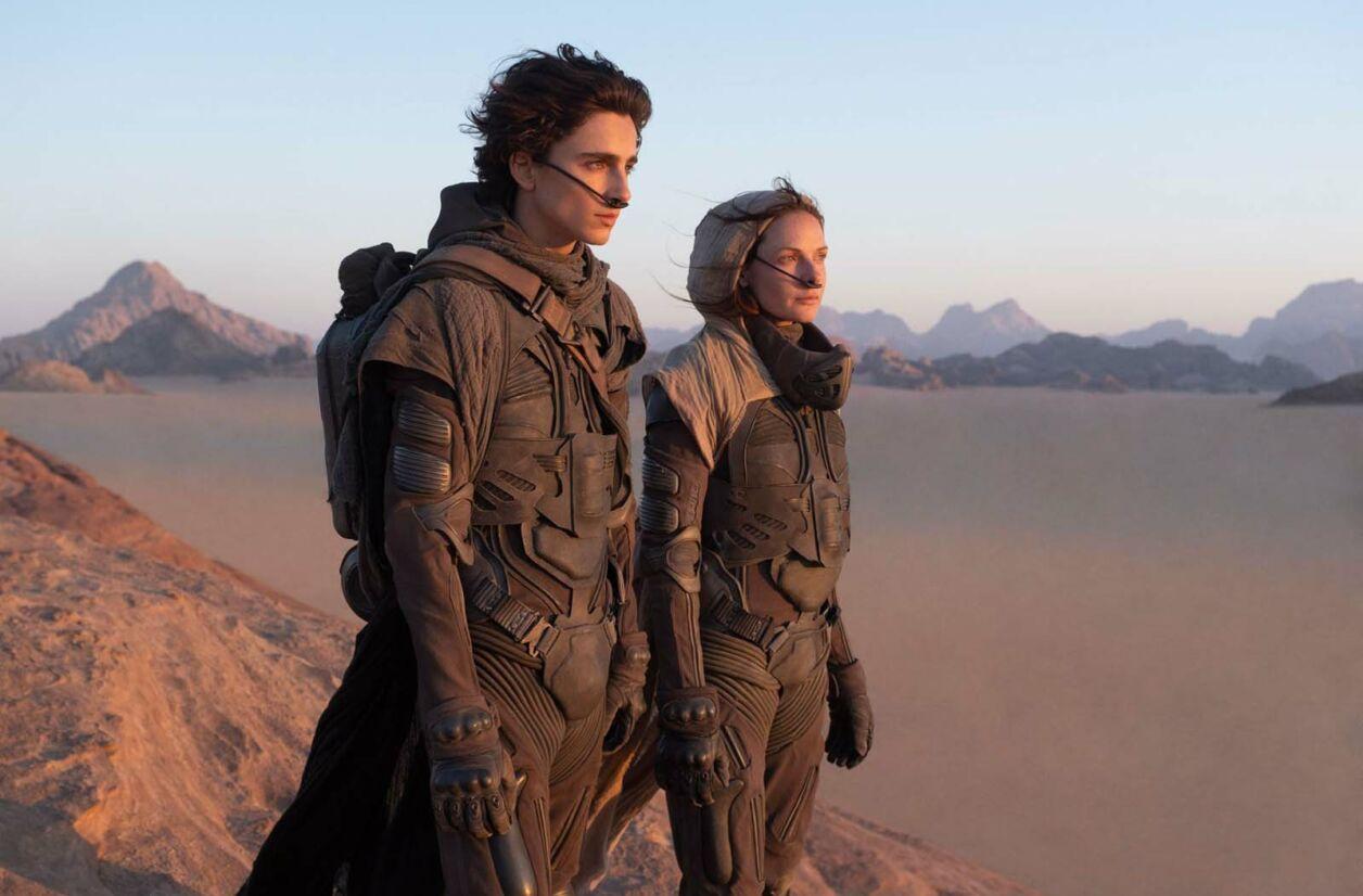 Paul Atréides (Timothée Chalamet) et sa mère Lady Jessica (Rebecca Ferguson) sur la planète Arrakis.