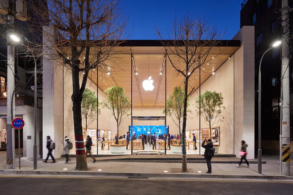 """Apple : un """"nouveau projet"""" autour de la réalité virtuelle et augmentée pour Dan Riccio"""
