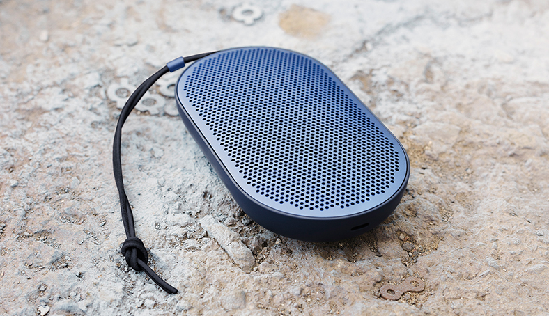 B&O Play Beoplay P2 : une enceinte aussi design que nomade