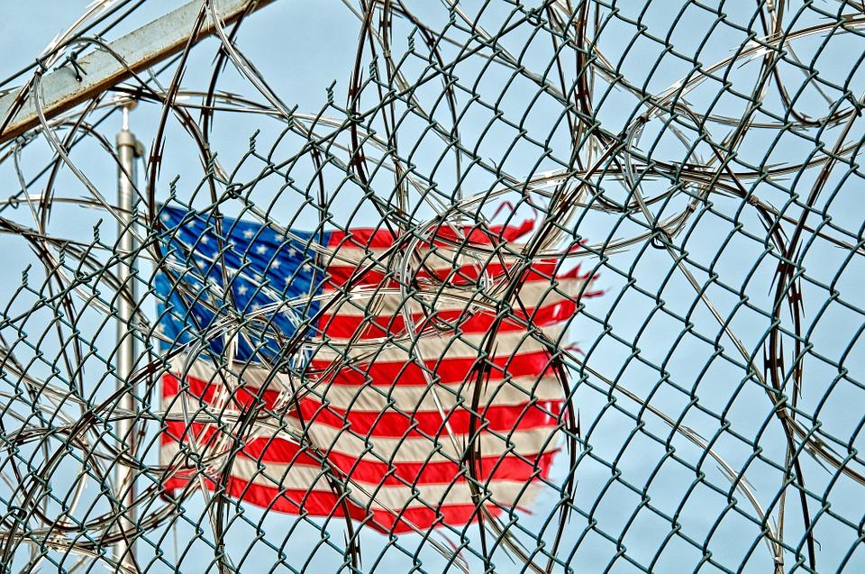 Des détenus américains volent pour 225 000 dollars d'apps et musique depuis des tablettes