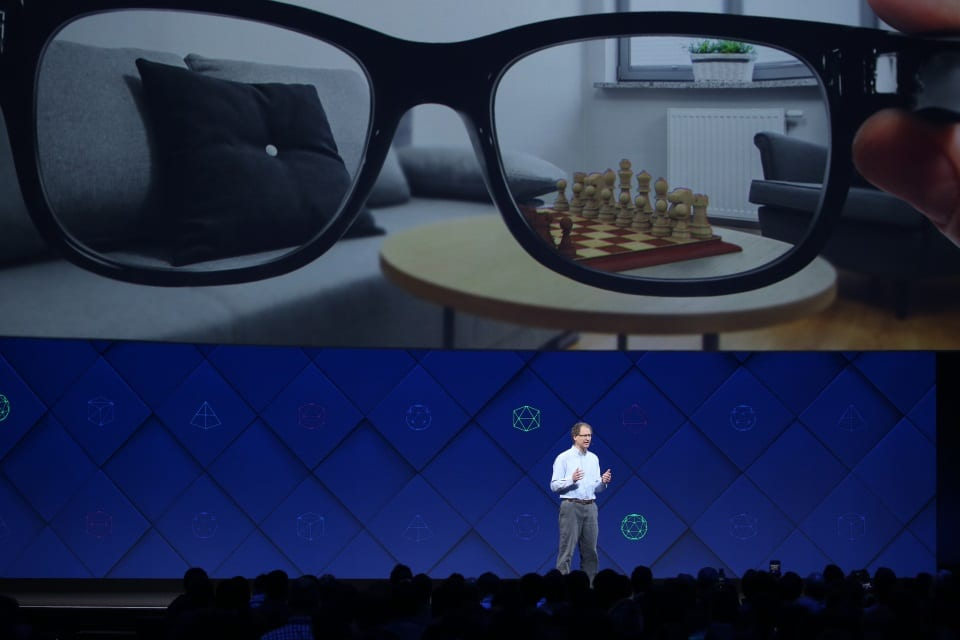 Facebook s'associerait à Ray-Ban pour ses lunettes de réalité augmentée