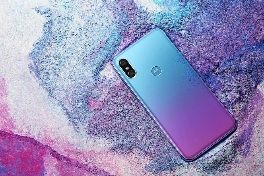 Motorola P30 : un nouveau smartphone au look d'iPhone X pour la Chine