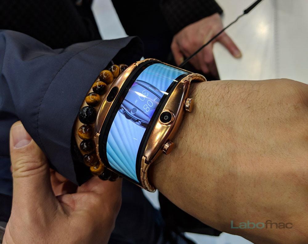 MWC 2019 - Nubia Alpha : la montre à écran flexible qui se prend pour un smartphone