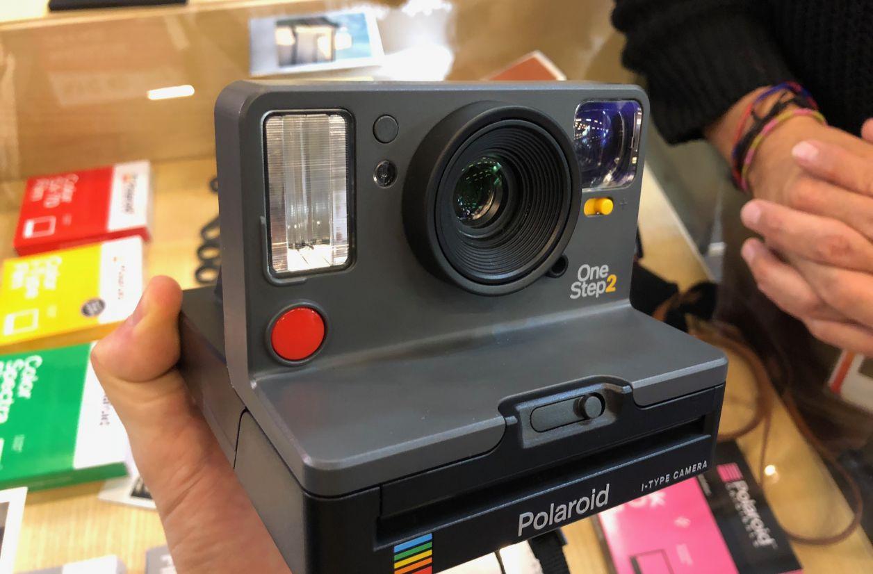 Polaroid OneStep 2 : le dernier né de la marque s'expose à Paris