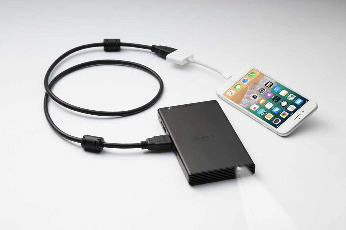 Sony MP-CD1 : le projecteur de la taille d'un smartphone arrive en Europe