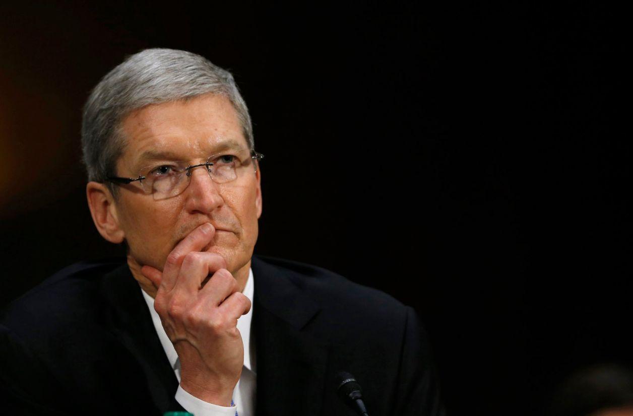 Tim Cook promet que le bridage des iPhone sera désactivable
